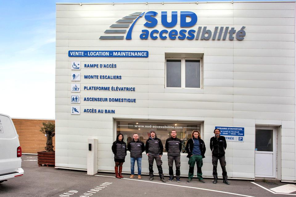 equipe sud accessibilite devant showroom